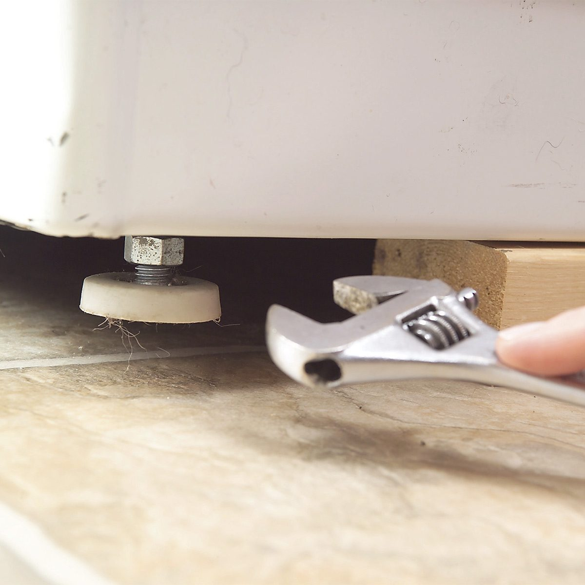 Quiet a Noisy Washer by Leveling It