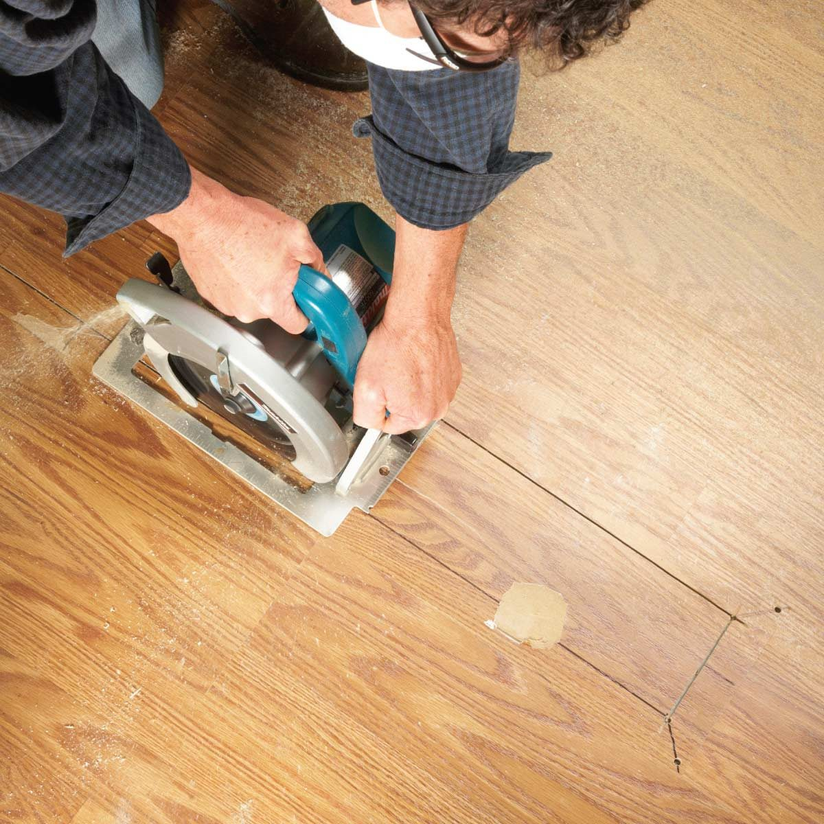 FH11JUN_LAMPLA_01-2 Laminate Floor Repair