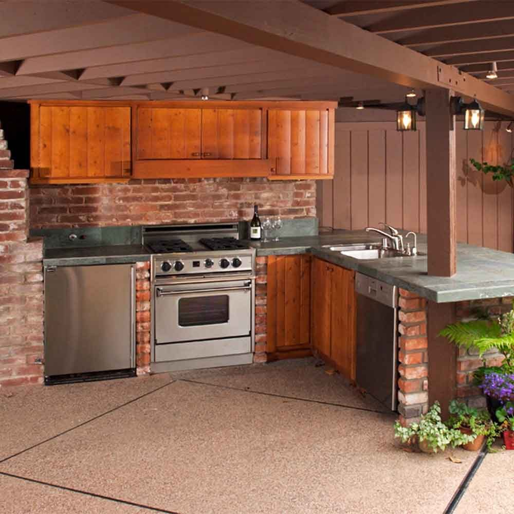 Set Up a Combination Bar Outdoor Kitchen