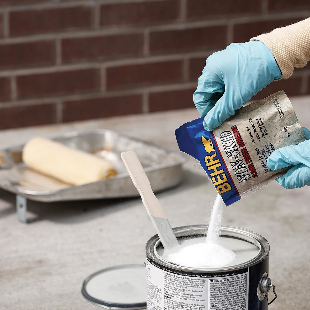 Anti-slip paint additive for outdoor steps
