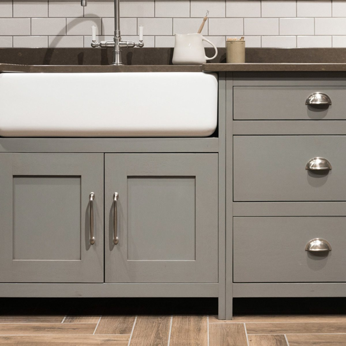 Popular Kitchen Cabinet Colors: Neutral Gray