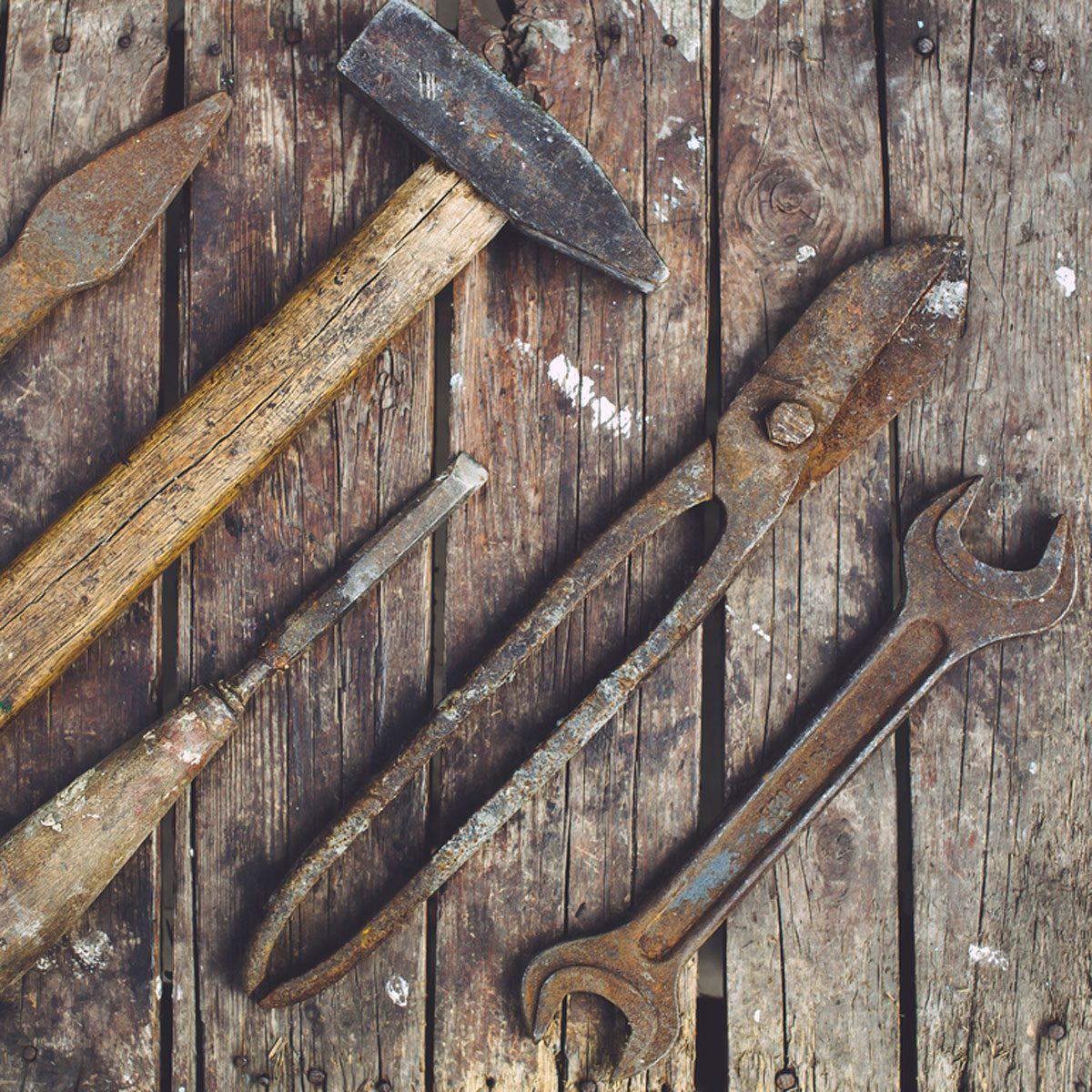 Clean rusty tools