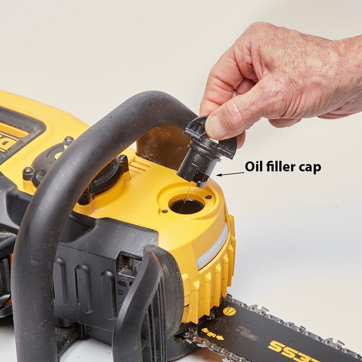 Convenient bar-oil filling