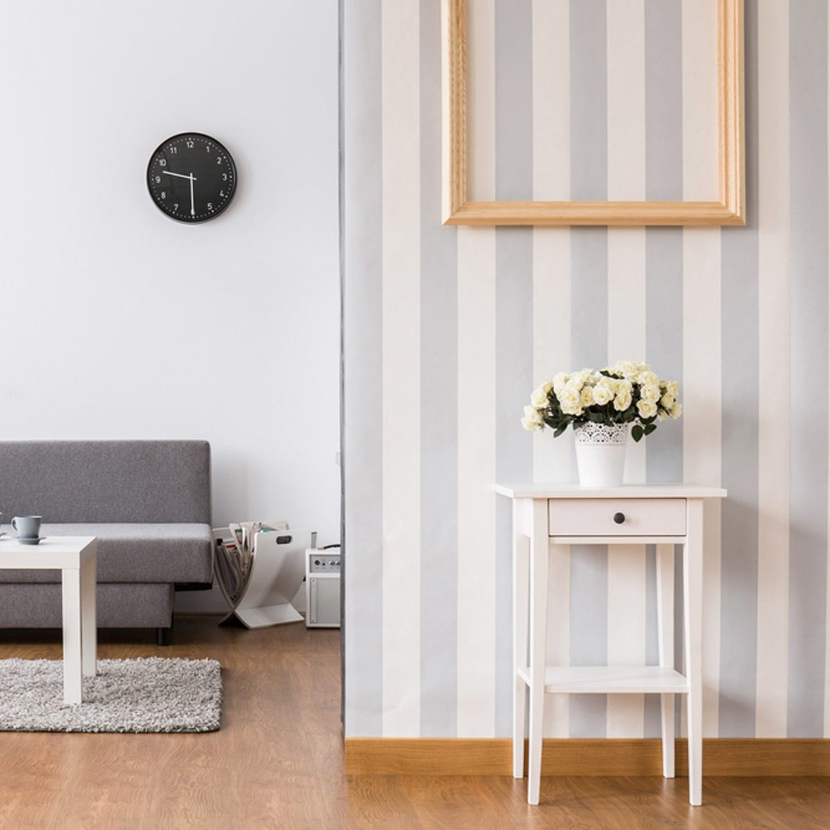Try Removable Wallpaper to Personalize your Apartment