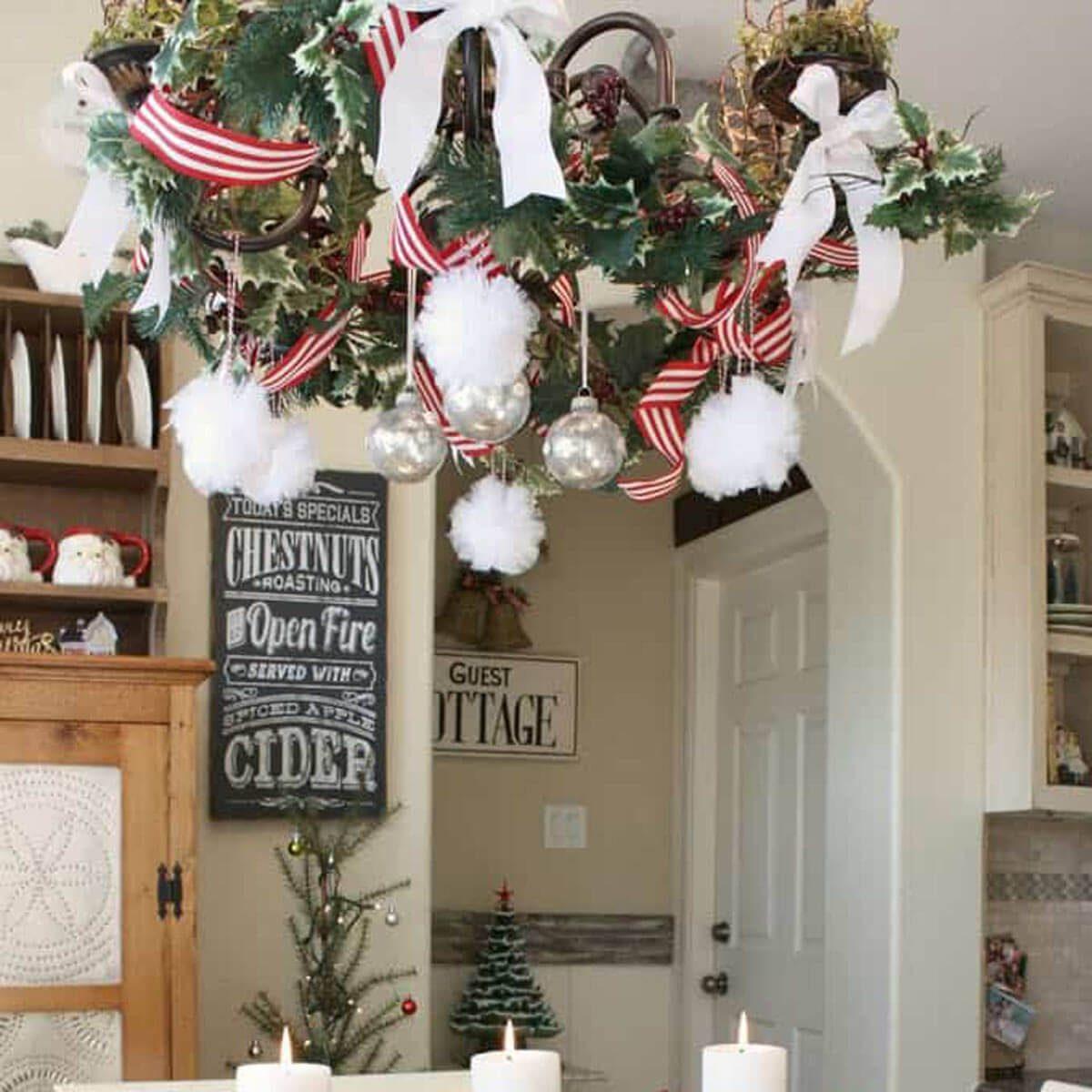 Chandelier Holly Wreath