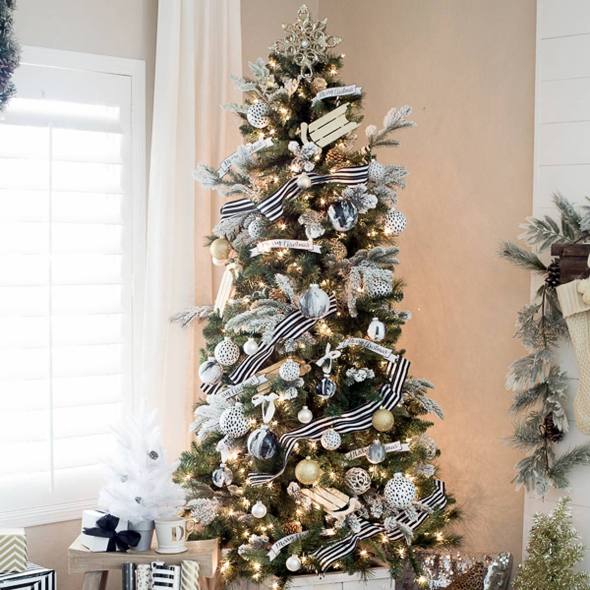 Christmas Tree Design Ideas: Black and White Christmas