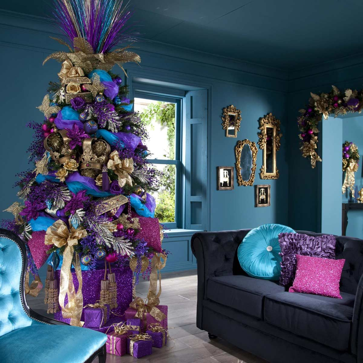 Christmas Tree Decorating Ideas: A Picture of a Peacock