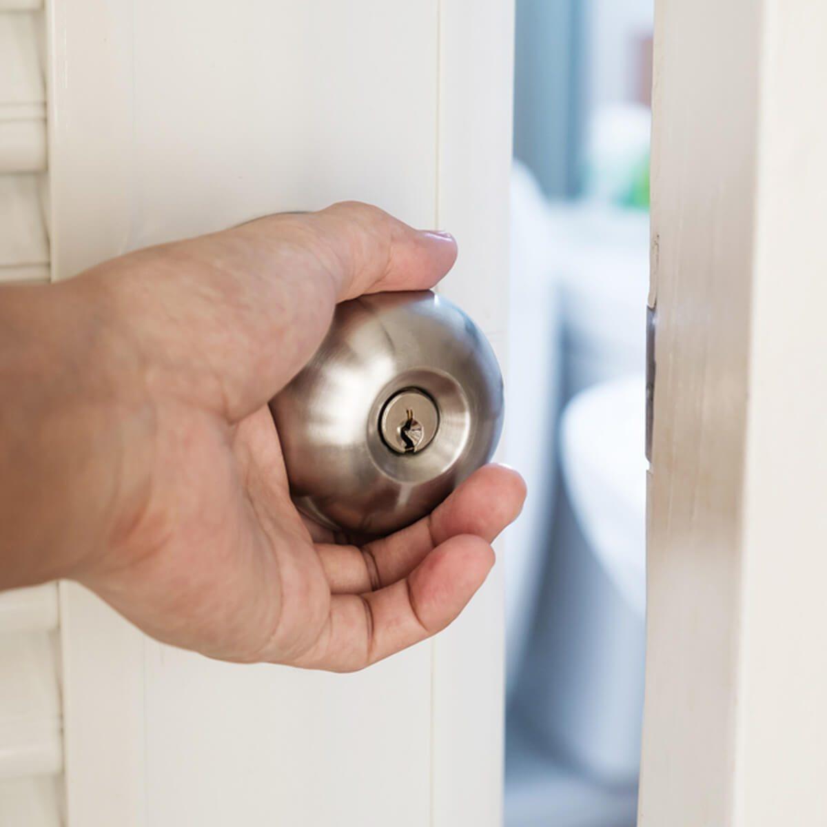 close door _414080566 lock door knob