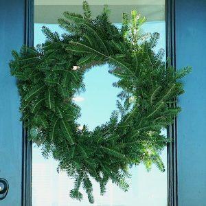 How to Make a Simple DIY Christmas Wreath