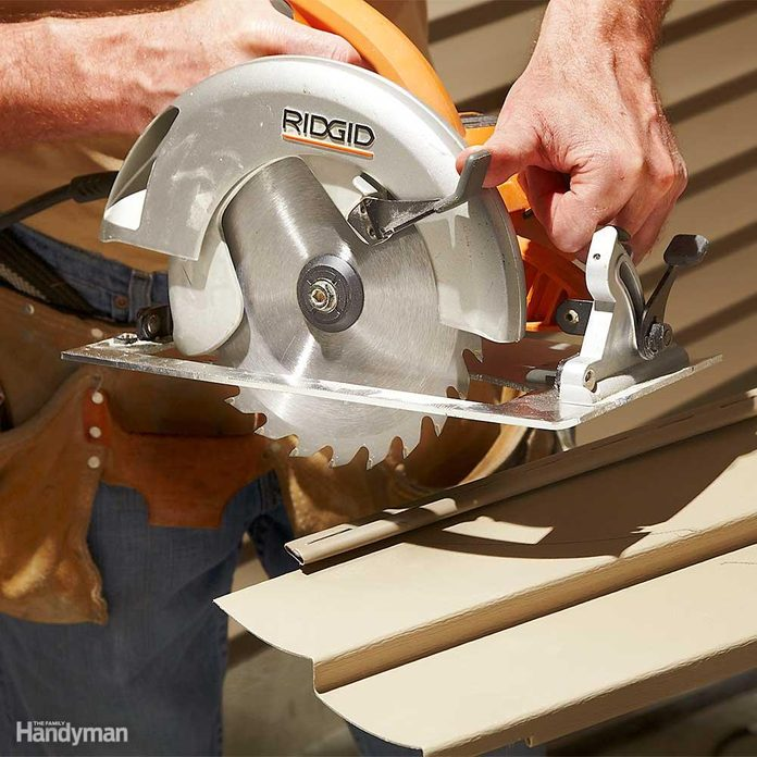 Reverse Circular Saw Blade for Clean Cuts