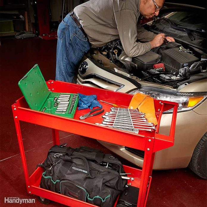 Keep Your Tools Within Reach With a Rolling Cart