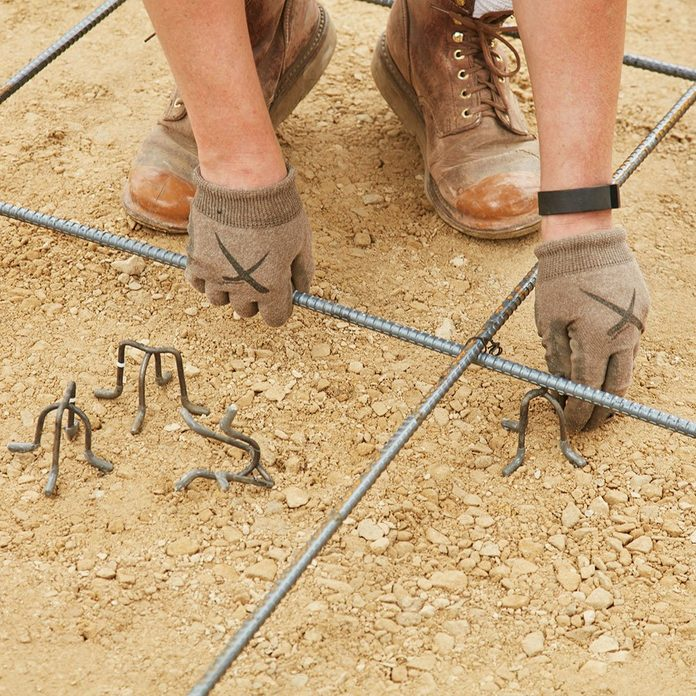 Setting up rebar chairs under the rebar | Construction Pro Tips