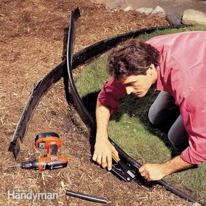 How to Repair Curved Lawn Edging
