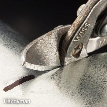 FH03MAY_TINSNIP_02-2 cutting sheet metal