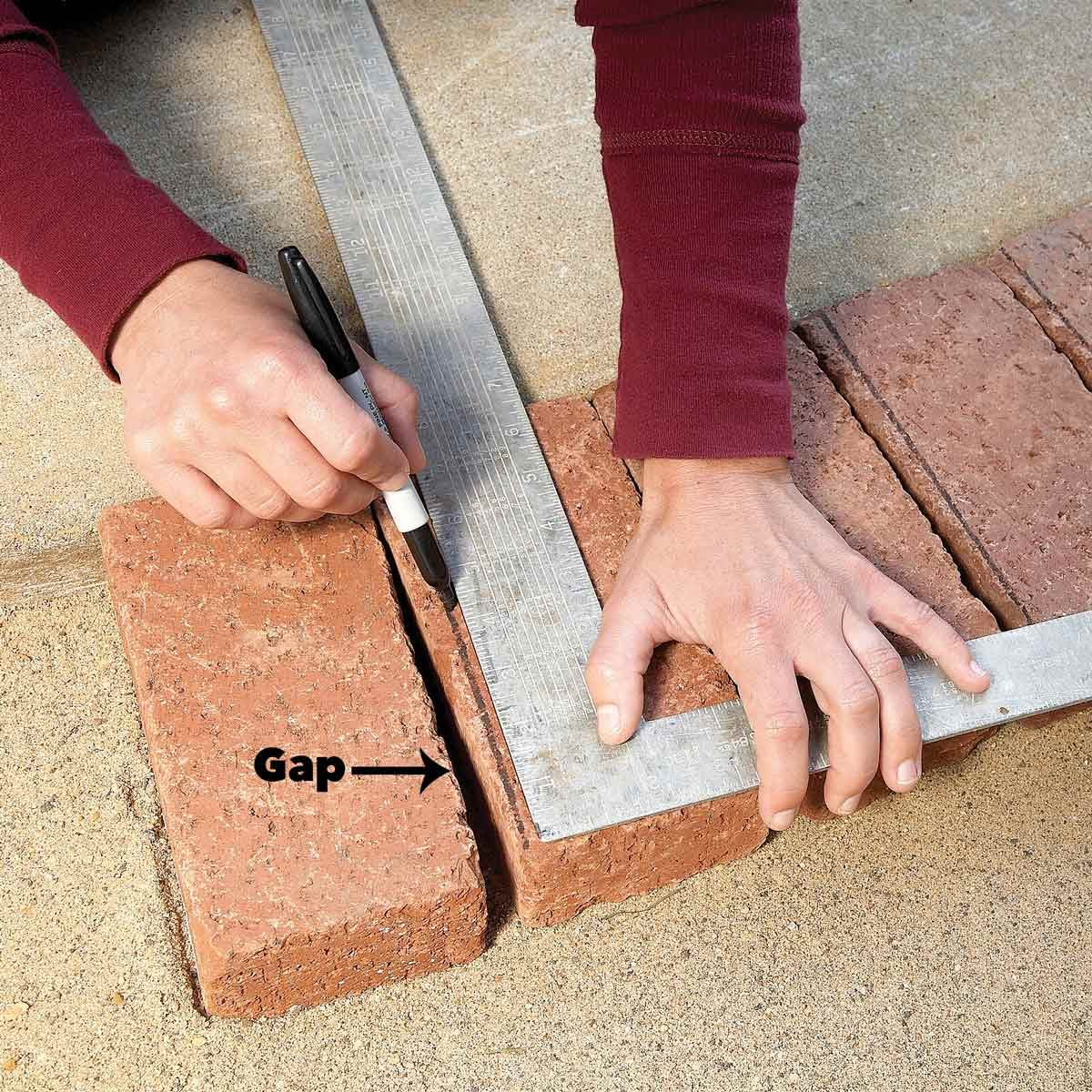 mark cuts for curves brick pavers