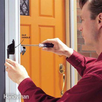 FH99JAU_BROHAN_01-2 broken door handle