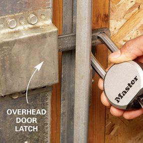 Overhead-door-latch
