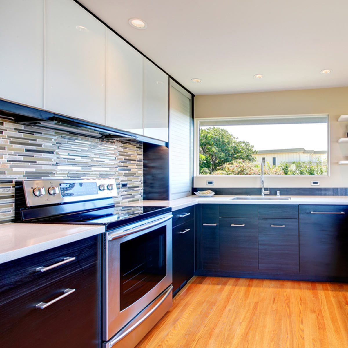 Kitchen Cabinet Remodel Ideas: Two-Toned Cabinets