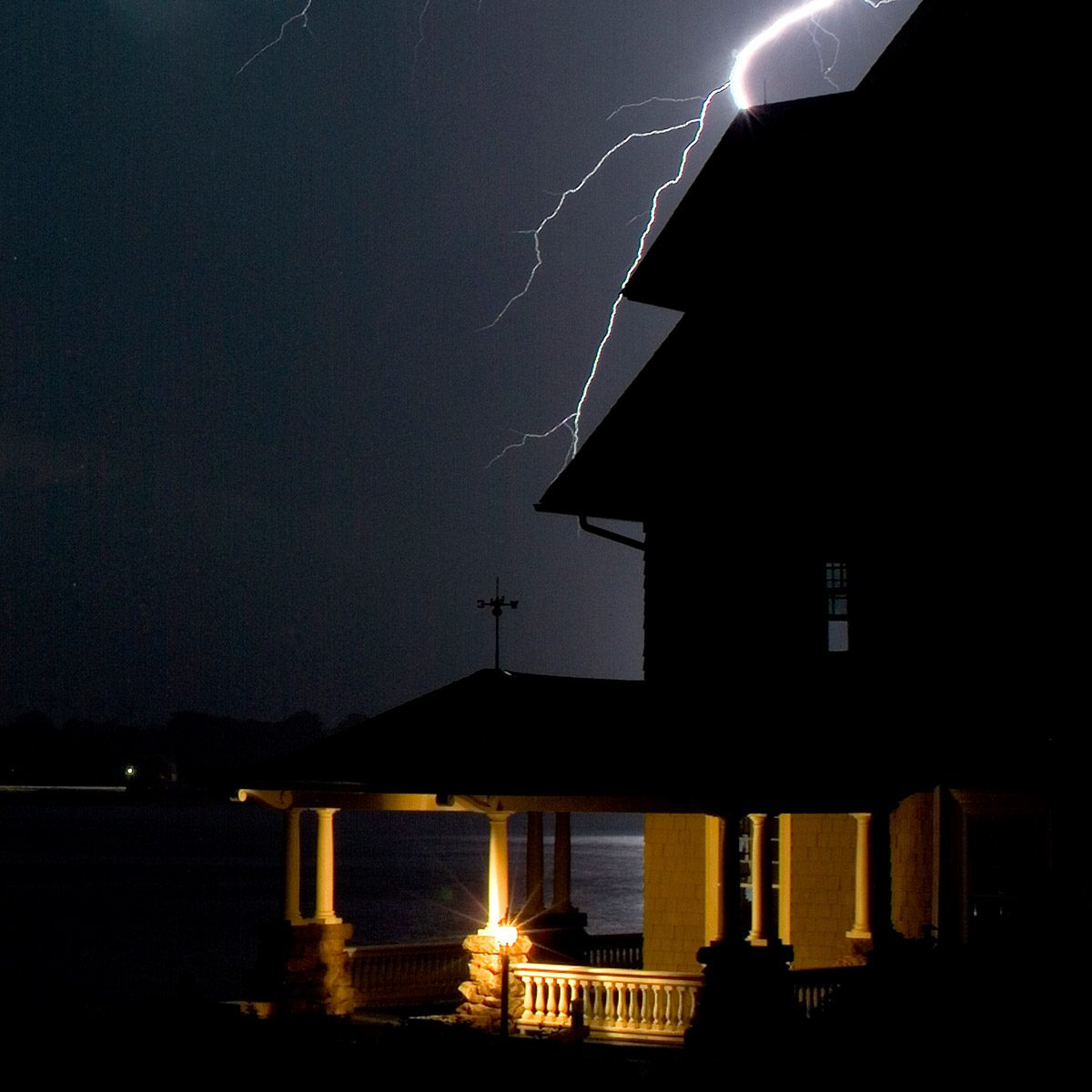 storm lightening house