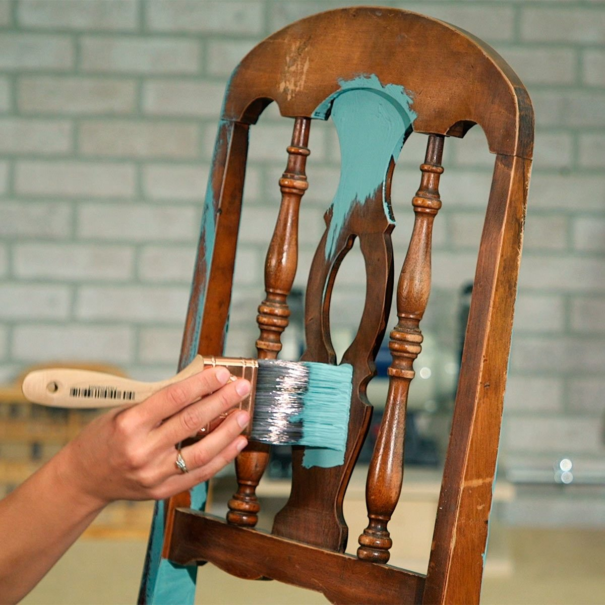 paint patina color onto secondhand chair