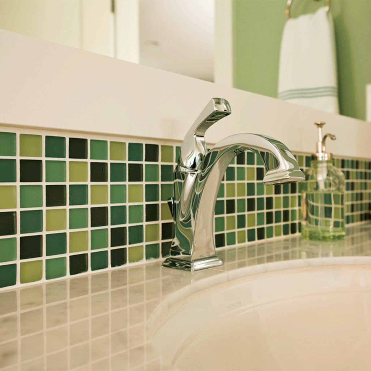 Tile a Green Border in the Bathroom