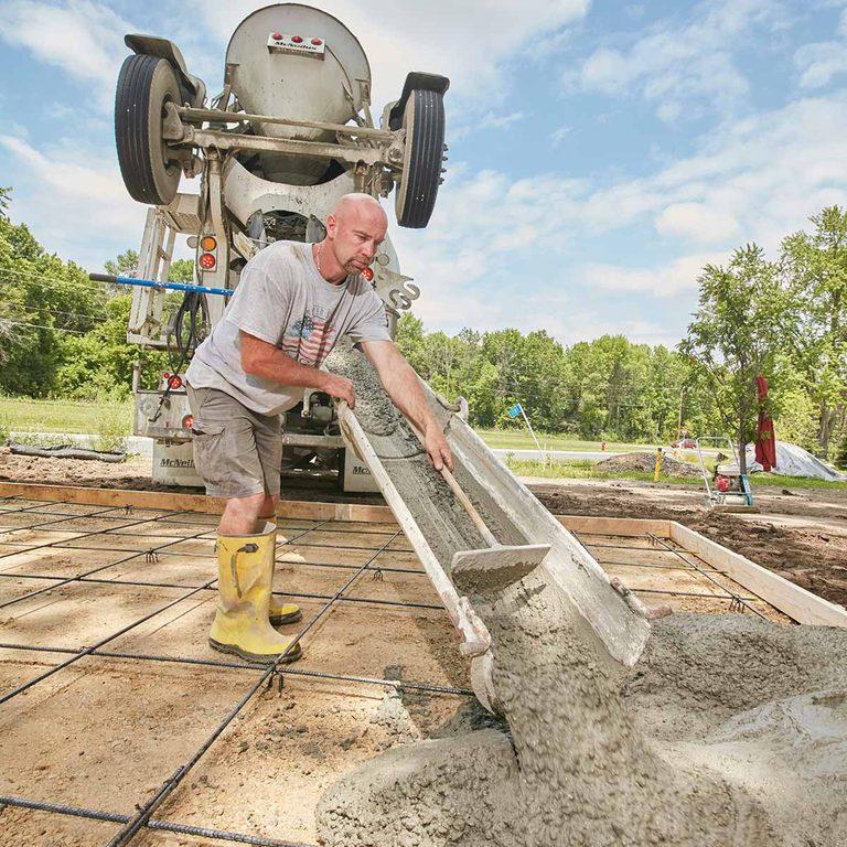 FH16OCT_572_10_140 pour concrete slab