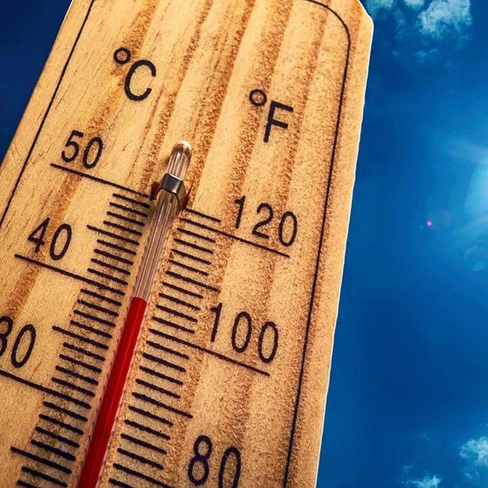 dfh17sep038_438834709_06-1200x1200 temperature thermostat