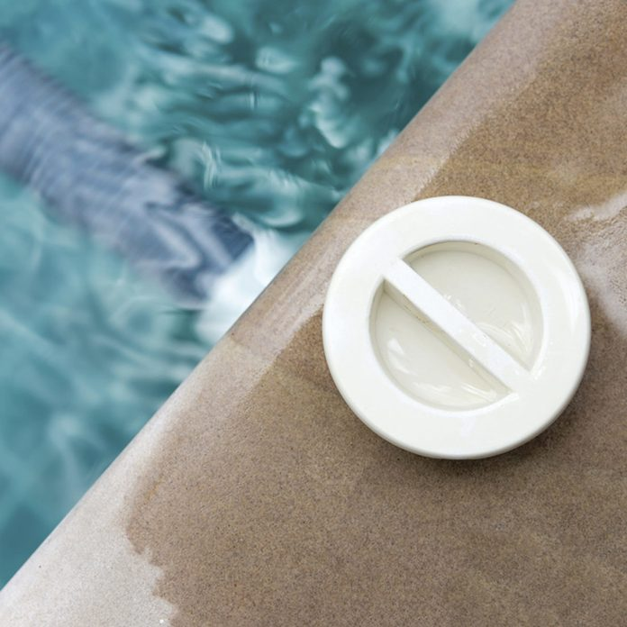 pool plug on the side of a pool