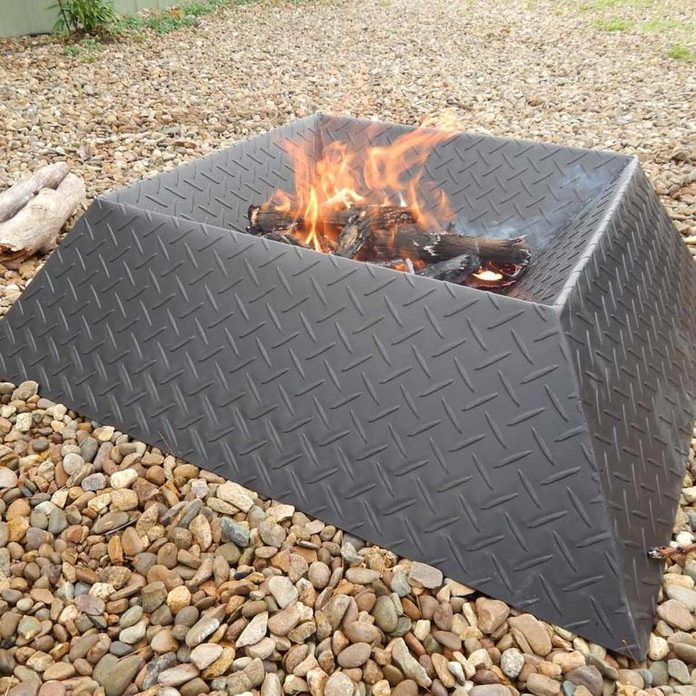 Diamond plate fire pit