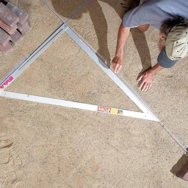 FH10NOV_513_52_043 folding triangle tool