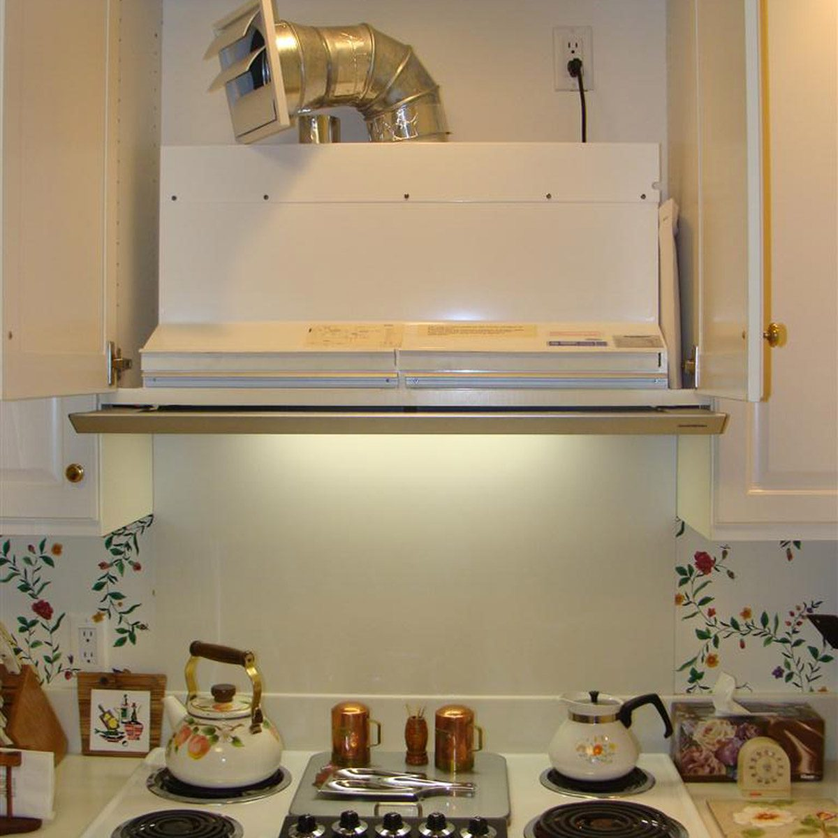 Ceiling kitchen venting