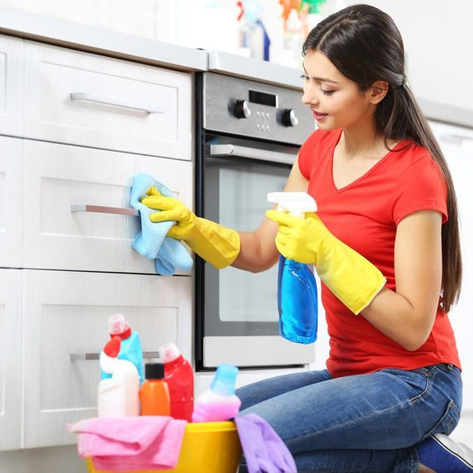 dfh17sep035_401232157_06 cleaning kitchen wiping handles down