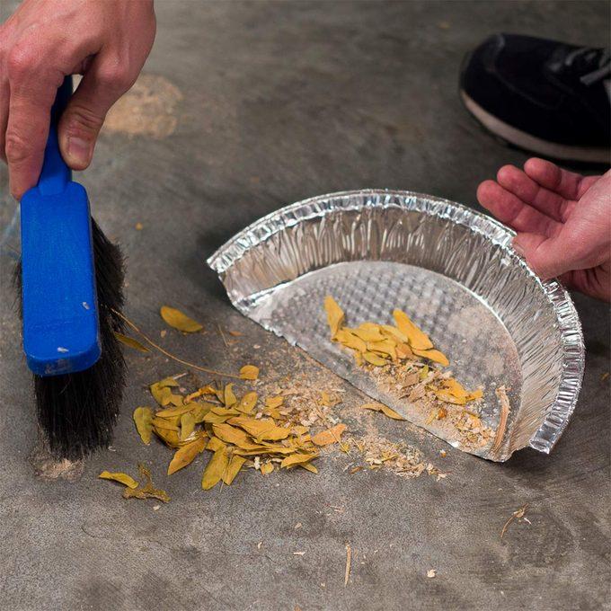 Pie Plate Dustpan