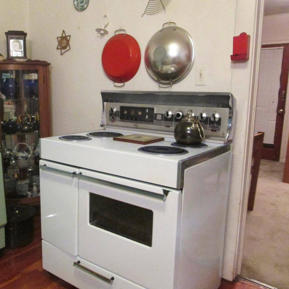 18_02_CherTom3_REXMay17 vintage white stove oven