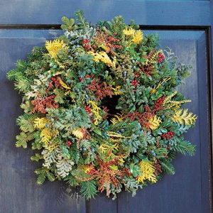 Clip-and-Snip Holiday Wreaths