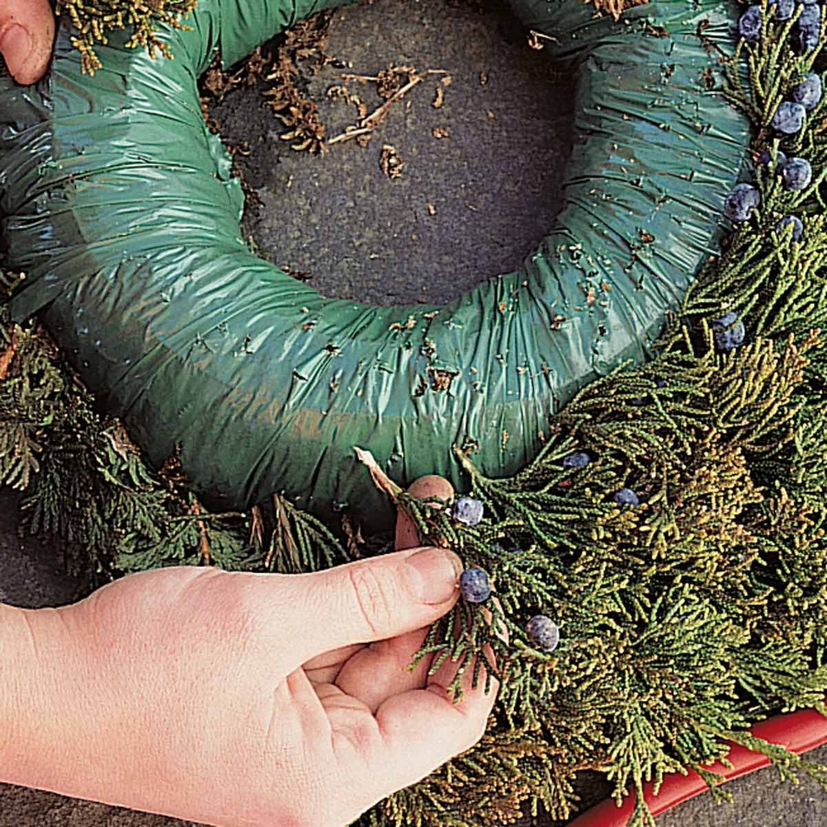 BL10470C33B making a holiday wreath