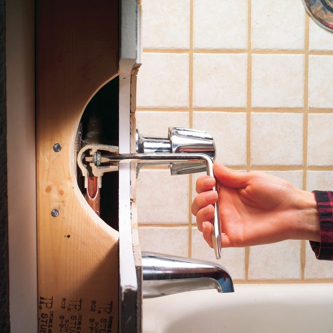 Fix a Leaking Bathtub Faucet