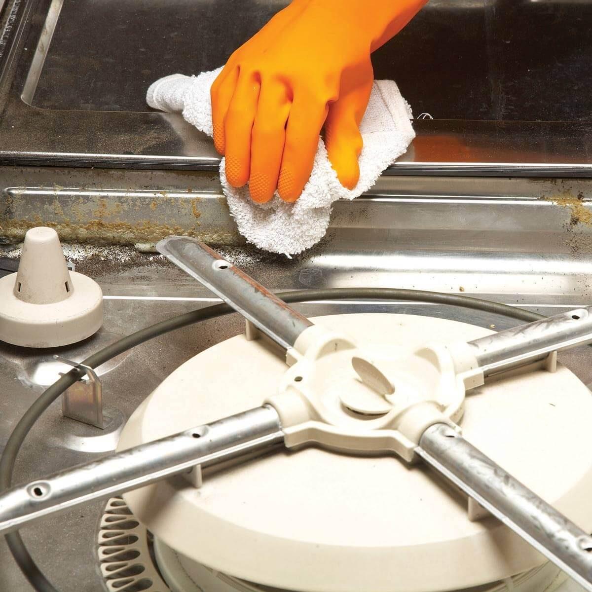 FH10NOV_513_05_026 clean the dishwasher