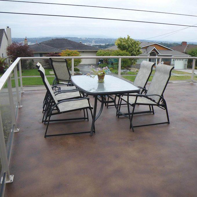 Glass panel deck railing