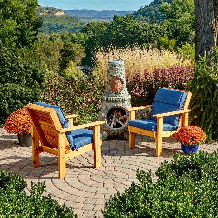 FH17MAY_578_00_233_hsp patio chairs fire pit