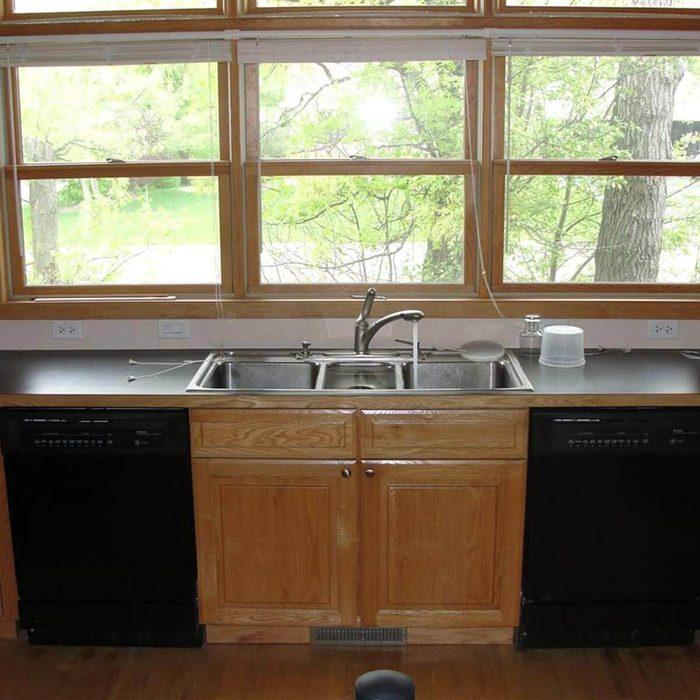 I just love symmetrical kitchens!