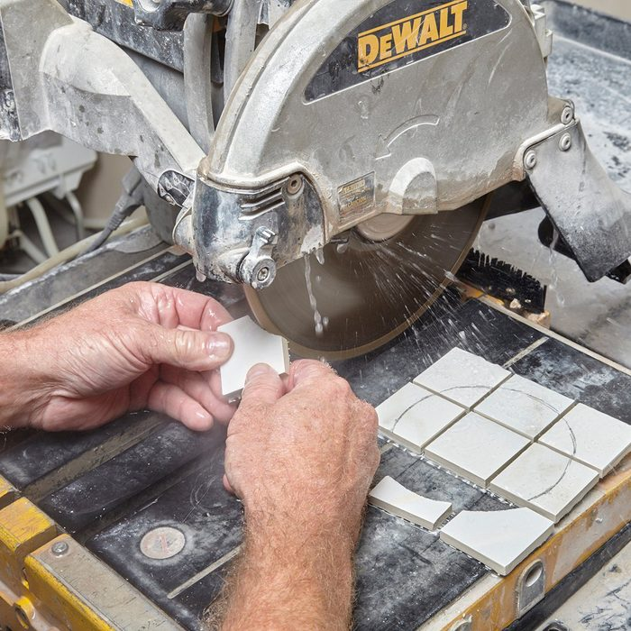 cutting curves into small tiles | Construction Pro Tip