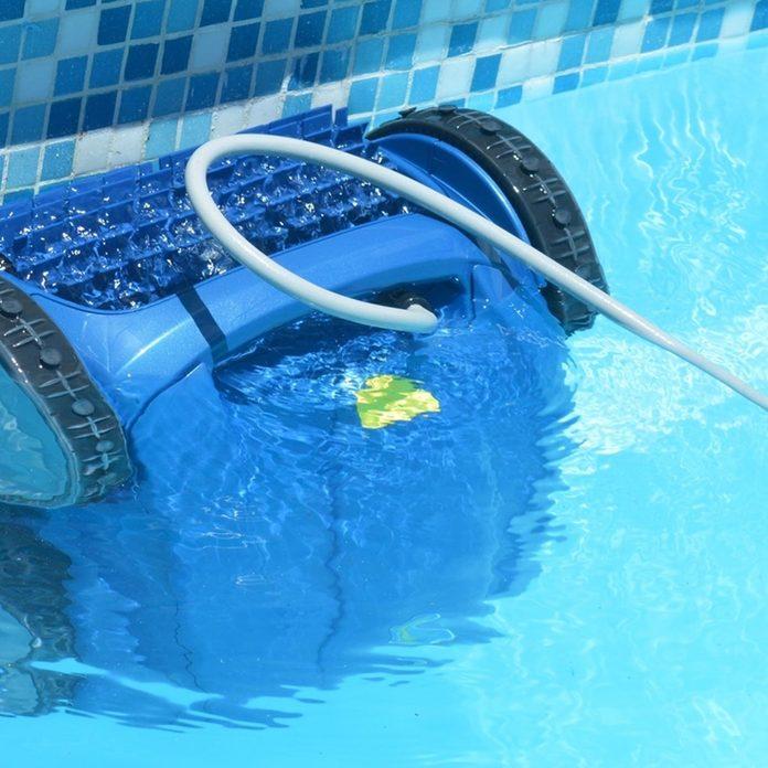 dfh26_shutterstock_439410613 robotic pool cleaner
