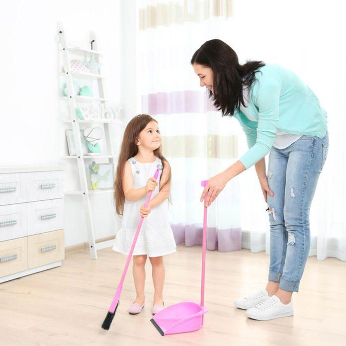 dfh6_shutterstock_448109434 kids broom kit