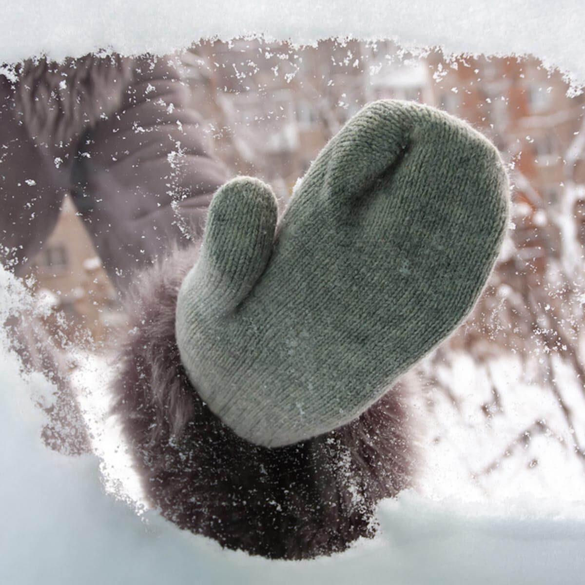 shutterstock_351393956 mittens wipe away snow on car window