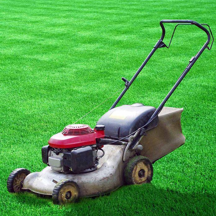 shutterstock_37267939 mowing the lawn checker pattern grass
