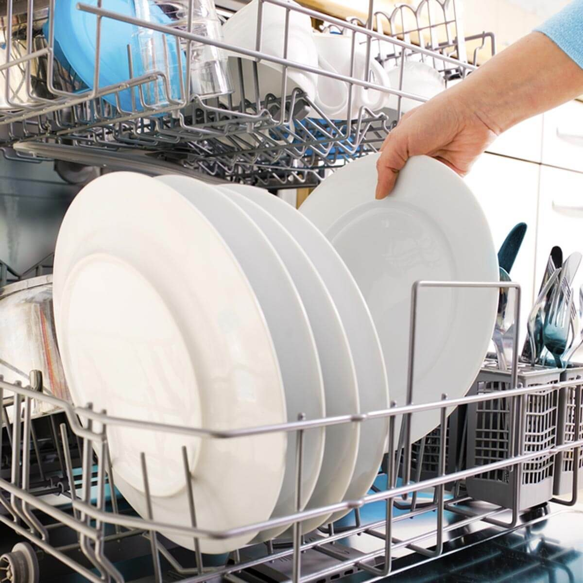 shutterstock_53629048 dishwasher clean plates