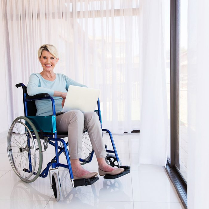 widerhallwaysanddoors_350883083 woman in wheelchair
