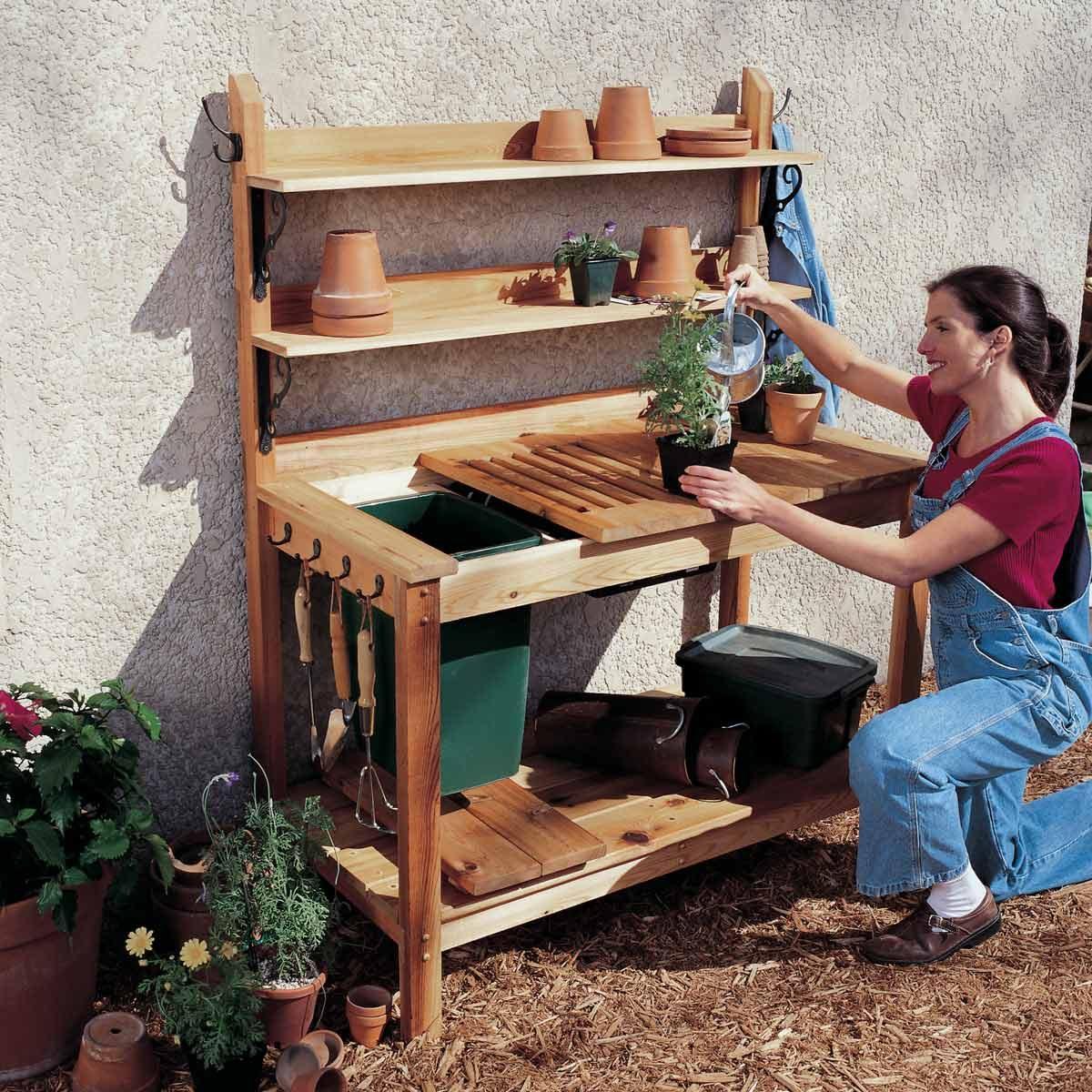 FH00JAU_02054lead wood Potting Bench