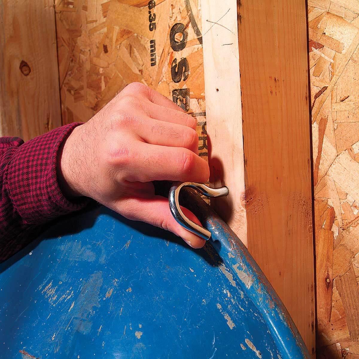 FH04MAR_03251_00 ceiling hook wheelbarrow rack